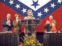 sen Hillary Clinton, żona poprzedni USA Były Prezydent Bill Clinton, mówi przy Skałą troszkę, AK lunch target328_1_ Pierwszy Damy Obraz Royalty Free