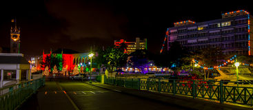 Sen julafton i ljust tända Bridgetown, Barbados Royaltyfri Foto