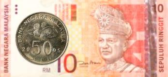 sen mynt för 50 malaysian mot sedel för ringgit för malaysian 10 royaltyfri bild