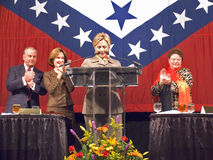 Sen Sen Hillary Clinton (δ-Νέα Υόρκη), σύζυγος των πρώην ΗΠΑ προηγούμενος Πρόεδρος Bill Clinton, μιλά σε ένα Λιτλ Ροκ, γεύμα AK π Στοκ εικόνα με δικαίωμα ελεύθερης χρήσης