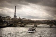 sena ποταμών του Παρισιού όψη η&la Στοκ φωτογραφίες με δικαίωμα ελεύθερης χρήσης