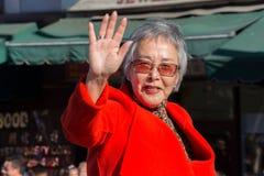 Senador Carol Liu, em 115th Dragon Parade dourado anual, Lun Imagens de Stock