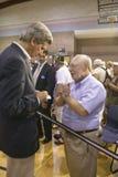 Senador John Kerry que obra recíprocamente con el mayor en el centro del Rec de la opinión del valle, Henderson, nanovoltio Fotografía de archivo