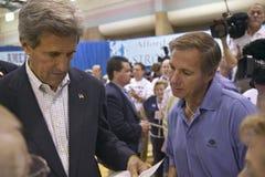 Senador John Kerry que obra recíprocamente con los asistentes en el centro del Rec de la opinión del valle, Henderson, nanovoltio Fotos de archivo