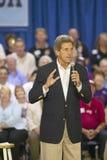 Senador John Kerry que se dirige a la audiencia de mayores en el centro del Rec de la opinión del valle, Henderson, nanovoltio Foto de archivo