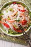 Senador tailandês picante do woon do 'batata doce' da salada com fim do marisco acima Vertical a Fotografia de Stock Royalty Free