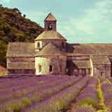Senanque abbotskloster och lavendelfält, Provence, Frankrike Fotografering för Bildbyråer