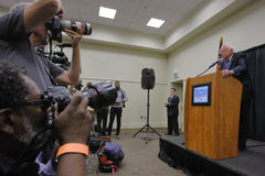 Senator Bernie Sanders - Modesto, CA presskonferens royaltyfria foton