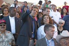 Senator e Sra John Kerry que está na audiência da 83rd cerimônia indiana intertribal, Gallup, nanômetro imagem de stock royalty free
