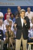 Senator John Kerry die publiek van oudsten richten op het Rec van de Valleimening Centrum, Henderson, NV stock afbeeldingen