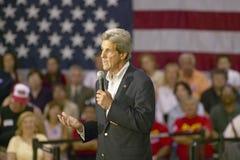 Senator John Kerry die publiek van oudsten richten op het Rec van de Valleimening Centrum, Henderson, NV stock fotografie