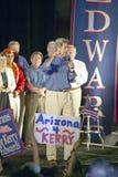 Senator John Kerry mówi od sceny Wierzę w Ameryka kampanii wycieczce turysycznej, Kingman, AZ Obrazy Stock