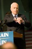 Senator John McCain Looking bij horloge Royalty-vrije Stock Foto