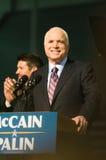 Senator John McCain Vertical Smiling Lizenzfreies Stockfoto