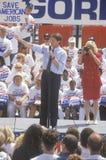 Senatorn Al Gore på den Clinton/levrat blodBuscapade aktionen 1992 turnerar i Toledo, Ohio Royaltyfria Foton