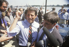 Senatorn Al Gore på den Clinton/levrat blodBuscapade aktionen 1992 turnerar i Toledo, Ohio Arkivbilder