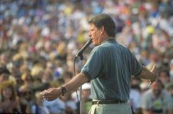 Senatorn Al Gore på den Clinton/levrat blodBuscapade aktionen 1992 turnerar i Youngstown, Ohio Royaltyfri Fotografi