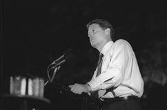 Senatorn Al Gore tilltalar folkmassan på en DNC-Fundraiser i New York City, 1992 arkivfoto