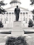 Senatorn Strom Thurman Statue framme av den södra Carolina State House royaltyfri fotografi