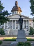 Senatorn Strom Thurman Statue framme av den södra Carolina State House fotografering för bildbyråer