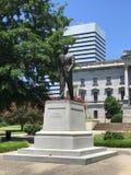 Senatorn Strom Thurman Statue framme av den södra Carolina State House royaltyfria foton