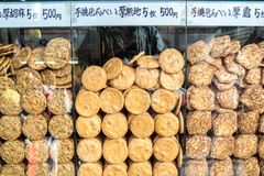 Senbei-Reiscracker am Shop Lizenzfreie Stockbilder