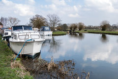 SEND, SURREY/UK - MARCH 25 : Boats moored on the River Wey Navig. Ations Canal at Send in Surrey on March 25, 2015 Stock Images