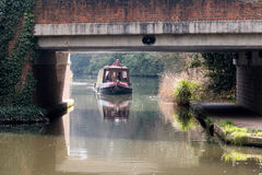 SEND, SURREY/UK - MARCH 25 : Narrow Boat on the River Wey Naviga. Tions Canal near Send in Surrey on March 25, 2015. Unidentified man Royalty Free Stock Photos