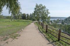 Senda para peatones en el parque Imagen de archivo libre de regalías