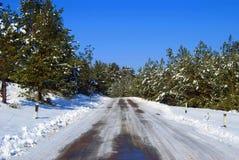 Senda para peatones nevada el arranque de cinta en madera Fotos de archivo libres de regalías