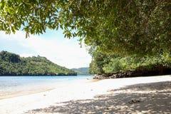 Sendang-biru Strand im südlichen Teil von Malang, Osttimor Indonesien mit Boot Stockbild