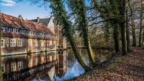 Senden, Coesfeld, Munsterland December 2017 - Watercastle Wasserschloss Schloss Senden tijdens zonnige dag in de Winter Royalty-vrije Stock Fotografie