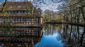 Senden, Coesfeld, Munsterland dezembro de 2017 - Watercastle Wasserschloss Schloss Senden durante o dia ensolarado no inverno imagem de stock royalty free