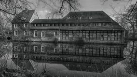 Senden, Coesfeld, Munsterland dezembro de 2017 - Watercastle Wasserschloss Schloss Senden durante o dia ensolarado no inverno foto de stock