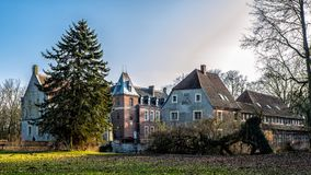Senden Coesfeld, Musterland December 2017 - Watercastle Wasserschloss Schloss Senden under solig dag i vinter royaltyfri foto