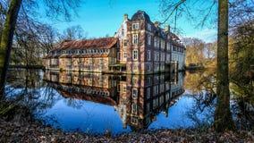 Senden Coesfeld, Musterland December 2017 - Watercastle Wasserschloss Schloss Senden under solig dag i vinter Royaltyfri Bild