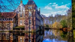 Senden, Coesfeld, Musterland dicembre 2017 - Watercastle Wasserschloss Schloss Senden durante il giorno soleggiato nell'inverno Immagine Stock