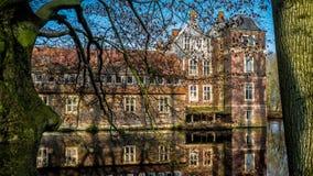 Senden, Coesfeld, Musterland dicembre 2017 - Watercastle Wasserschloss Schloss Senden durante il giorno soleggiato nell'inverno Fotografie Stock