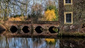 Senden, Coesfeld, Musterland dicembre 2017 - Watercastle Wasserschloss Schloss Senden durante il giorno soleggiato nell'inverno Fotografie Stock Libere da Diritti