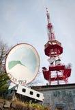 Sender und große Antenne Lizenzfreies Stockfoto