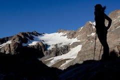 Senderismo de la montaña Fotos de archivo libres de regalías
