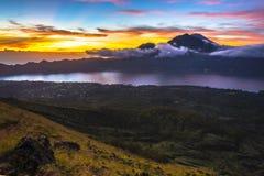 Senderismo de la salida del sol de Batur del soporte Fotografía de archivo