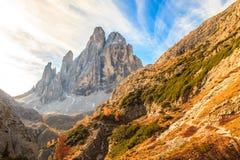 Senderismo del otoño en el valle alpino de Pusteria Imagenes de archivo