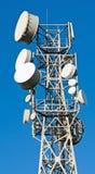 Senderkontrollturm gegen lizenzfreie stockfotos