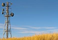 Senderkontrollturm gegen lizenzfreie stockbilder