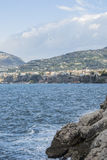 Sendero de Sorrento (Italia) a la bahía de Reggina Juana Imagenes de archivo