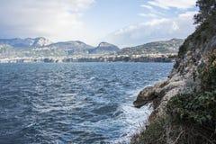 Sendero de Sorrento (Italia) a la bahía de Reggina Juana Imágenes de archivo libres de regalías