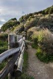 Sendero de Sorrento (Italia) a la bahía de Reggina Juana Fotos de archivo libres de regalías