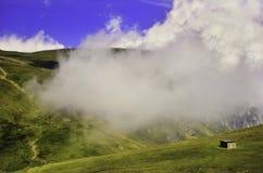 Sendero en las montañas - Bucegi - Rumania Foto de archivo libre de regalías
