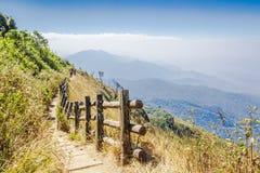 Sendero a lo largo de la montaña Fotografía de archivo
